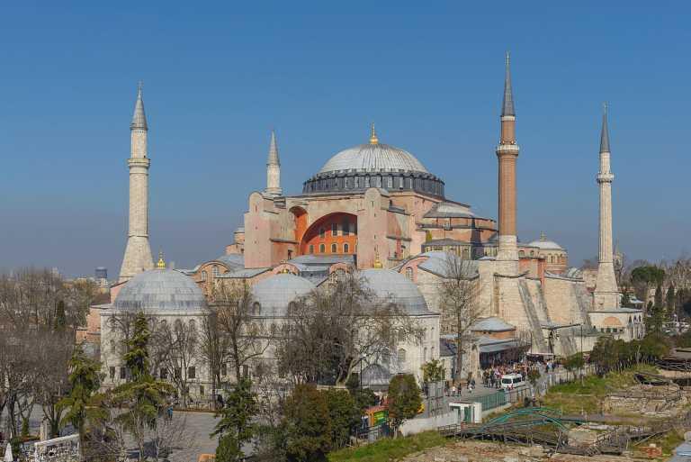 Η μετατροπή της Αγίας Σοφίας σε τζαμί, τα σχέδια Ερντόγαν και το «δώρο» του στους Έλληνες αστούς