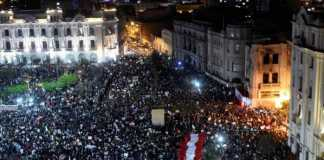 Περού, κίνημα, πολιτική κρίση, ταξική πάλη, αστυνομία, συγκρούσεις, πρόεδρος, Μανουέλ Μερίνο, Αλμπέρτο Φουτζιμόρι, διαφθορά